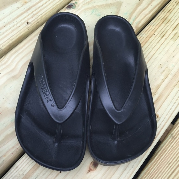 4f1229d89d1 Women s Newalk by Birkenstock Black Sandals 10M 40.  M 5b2cfeb2c9bf50da08a8fd10